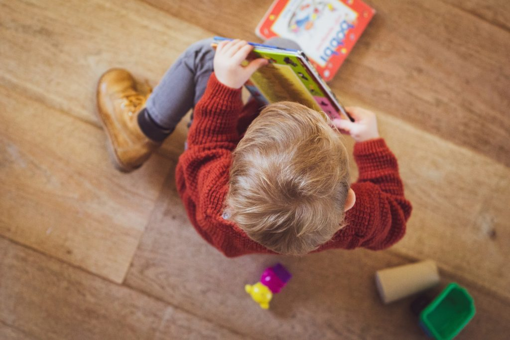 Children should be reading books during the day to stay developing